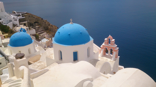 financial planning for holidays image of Santorini by Alan Bicknell from Unsplash