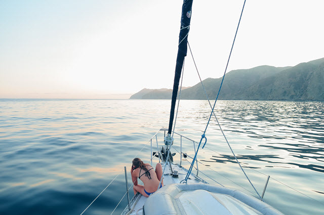 share market crash or smooth sailing michaels musings image by andy-omvik-188578 from unsplash smaller image